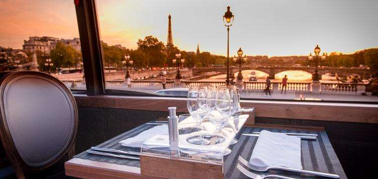 On Valentine's Day, enjoy a romantic dinner aboard the Bustronome
