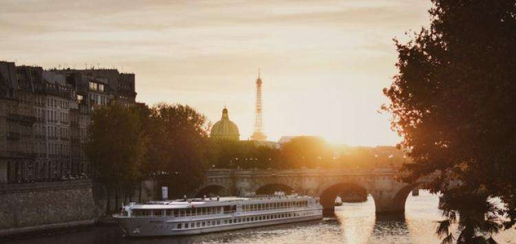 Embark on a cruise on the Seine this Valentine's Day