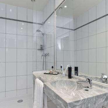 Hôtel du Pré - Badezimmer mit Dusche