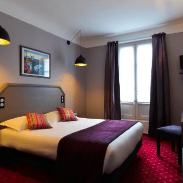 Résidence du Pré - chambre triple avec un grand lit et un lit simple